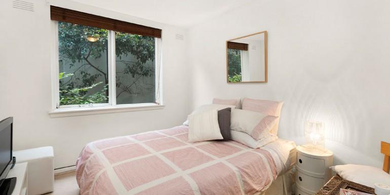 1-52 Arthur bedroom